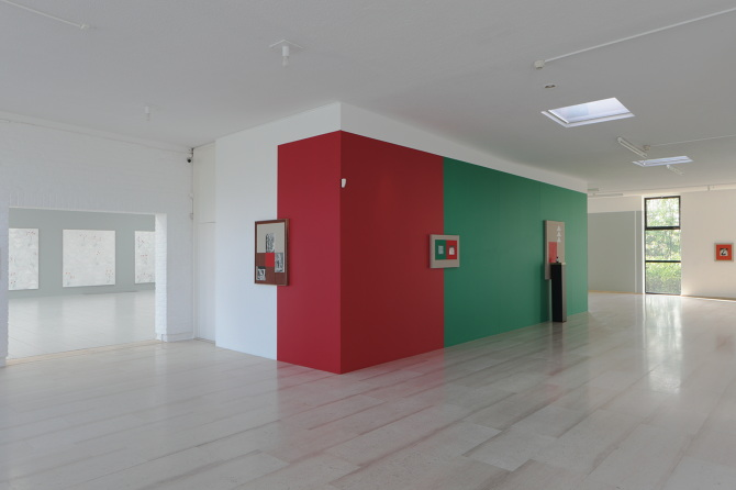 Faculty Kamrooz Aram's Current Exhibition in Belgium Featured on Art Forum